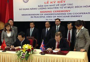 Việt – Anh hợp tác sử dụng hạt nhân vì hòa bình